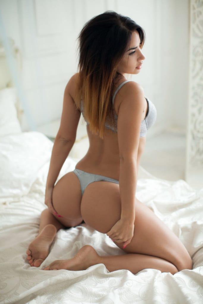 Picture 02 of Lorena